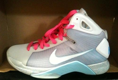 Nike Hyperdunk (2015) McFly Supreme uploaded by SneakerGuru