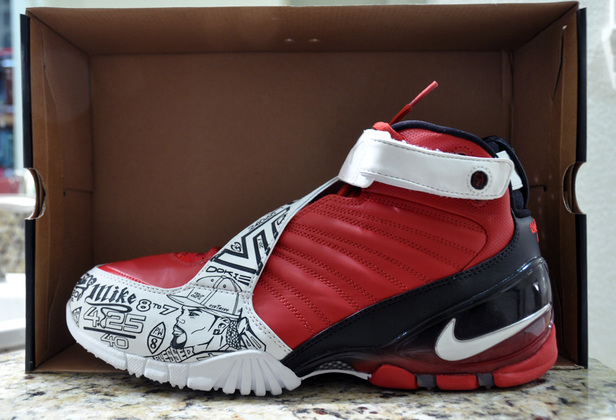 News: Nike Re-Signs Michael Vick