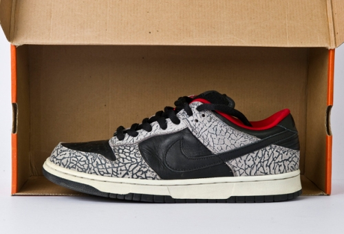 "Nike SB Dunk Low ""Supreme"" Black/Black - Cement Grey upload by kid sneakerness"