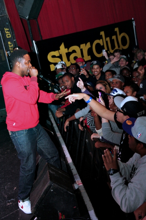 Kendrick Lamar entertains the crowd of #sneakerholics at Sneaker Pimps in Philadelphia.