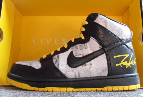 "Livestrong x Futura x Nike Dunk High ""FLOM"" uploaded by Wildsau"